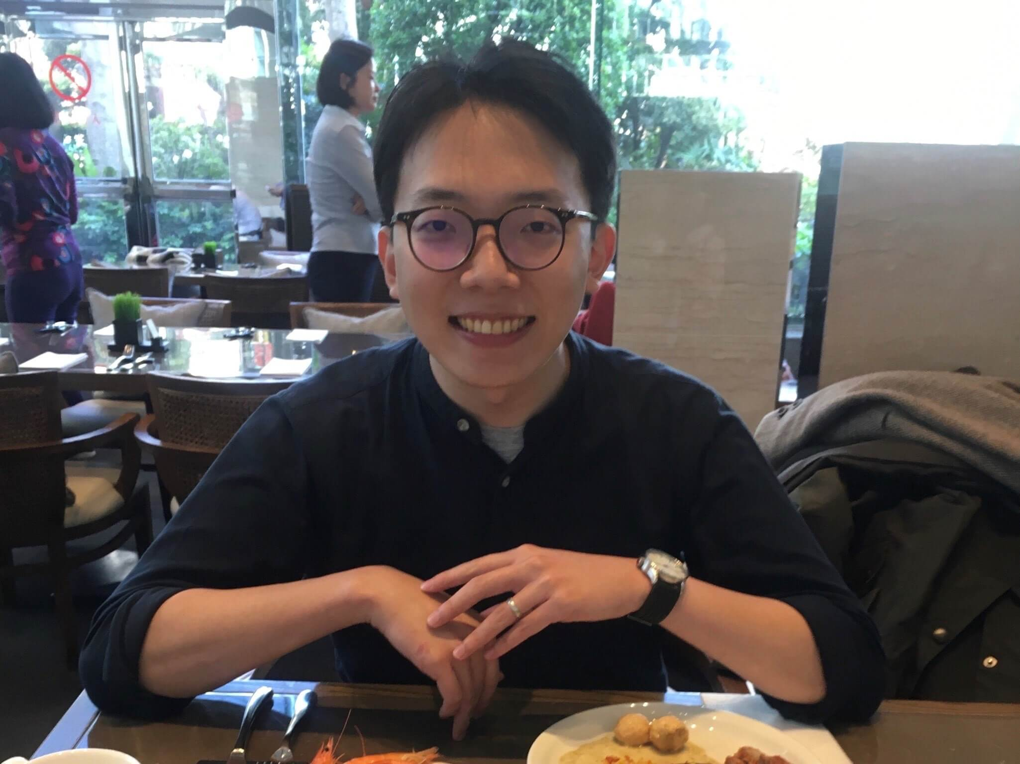 Chang Kai-Hsiang, master's in accounting and finance student at SMU, sitting in a restaurant