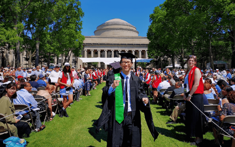 MBA to fintech: Chen Zhou completed the Tsinghua Global MBA, offered in collaboration with MIT Sloan