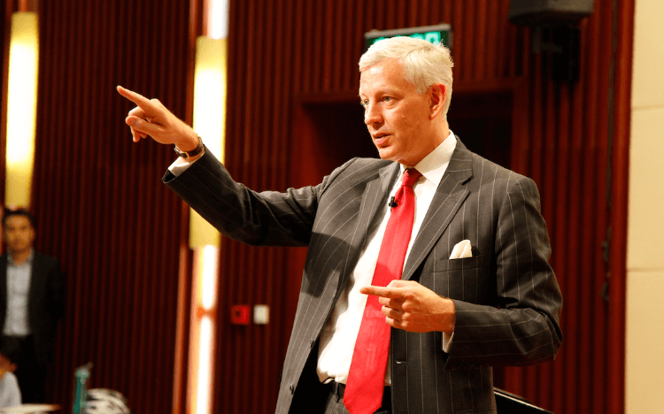 Former McKinsey global managing director, Dominic Barton, leads the leadership course at Tsinghua University