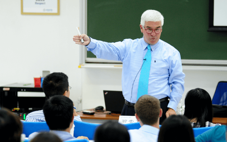 Professor Neal Hartman teaches teamwork and communication to MBAs at Tsinghua University