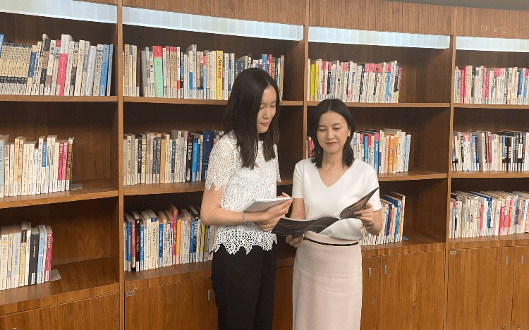 For Western professionals looking for jobs in China, MBA Career Managers like Snow Wu (right) can help you gain the right connections and skills