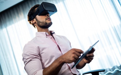 ©WaveBreakMedia – Virtual Reality is disrupting the delivery of business school programs