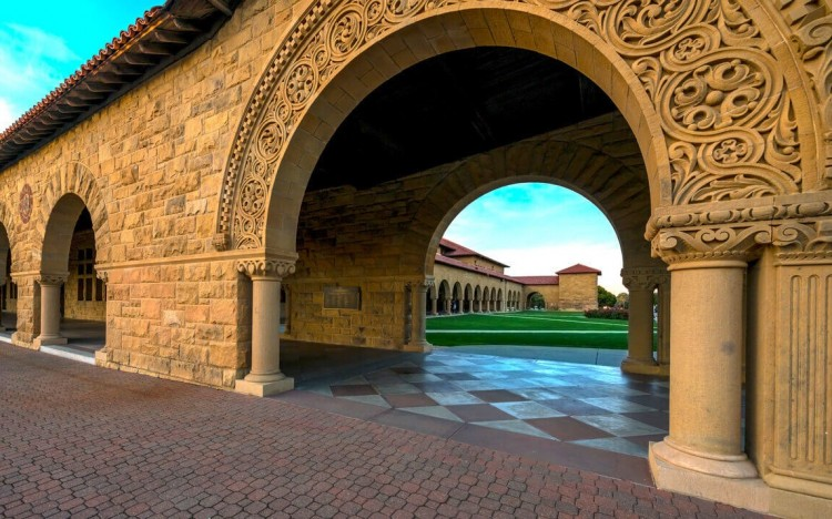 ©jueling—The Stanford MBA is ranked the best in the world by the Financial Times