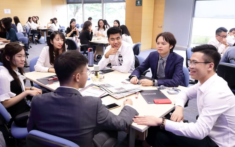 Students at HKU join a global alumni network