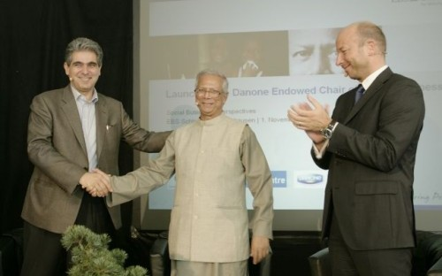 From left to right: Ramin Khabirpour, General Manager Fresh Dairy Products, Danone Central Europe, Prof. Muhammad Yunus, Prof. Christopher Jahns, President of EBS