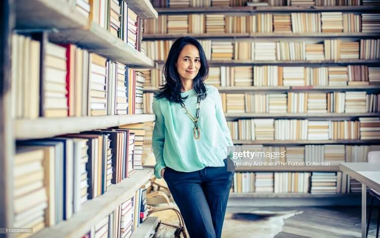 Mariam Naficy founded Minted.com, and co-founded Eve.com. She's a Stanford GSB alumna to watch